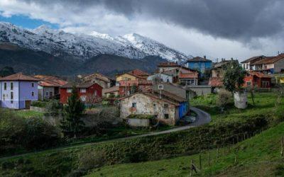 Santa Eulalia de Carranzo… con las lomas más dulces y verdes, así es el Valle Oscuro.