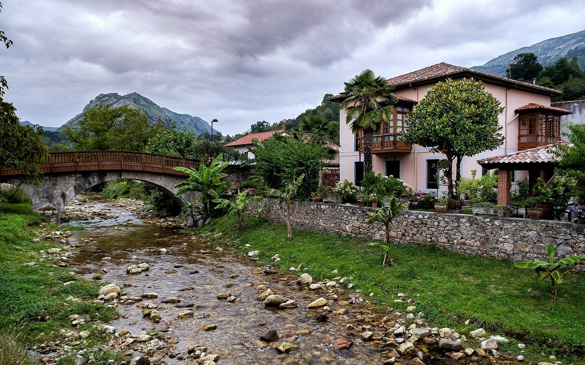 LLANES | Riocaliente... el pueblo que más hórreos atesora del Concejo... DESCUBRE!!