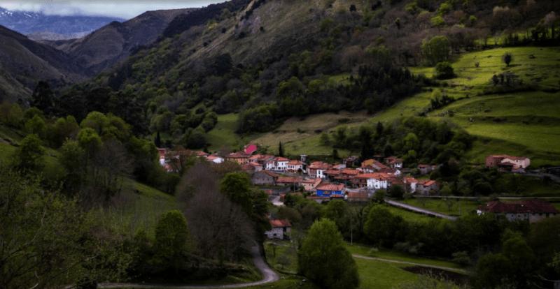 Meré, el último pueblo de Llanes camino a los Picos de Europa