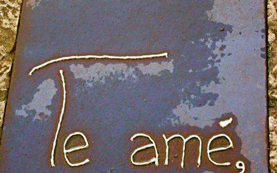 ¿Qué son los mensajes en forja que recorren las calles de Llanes?