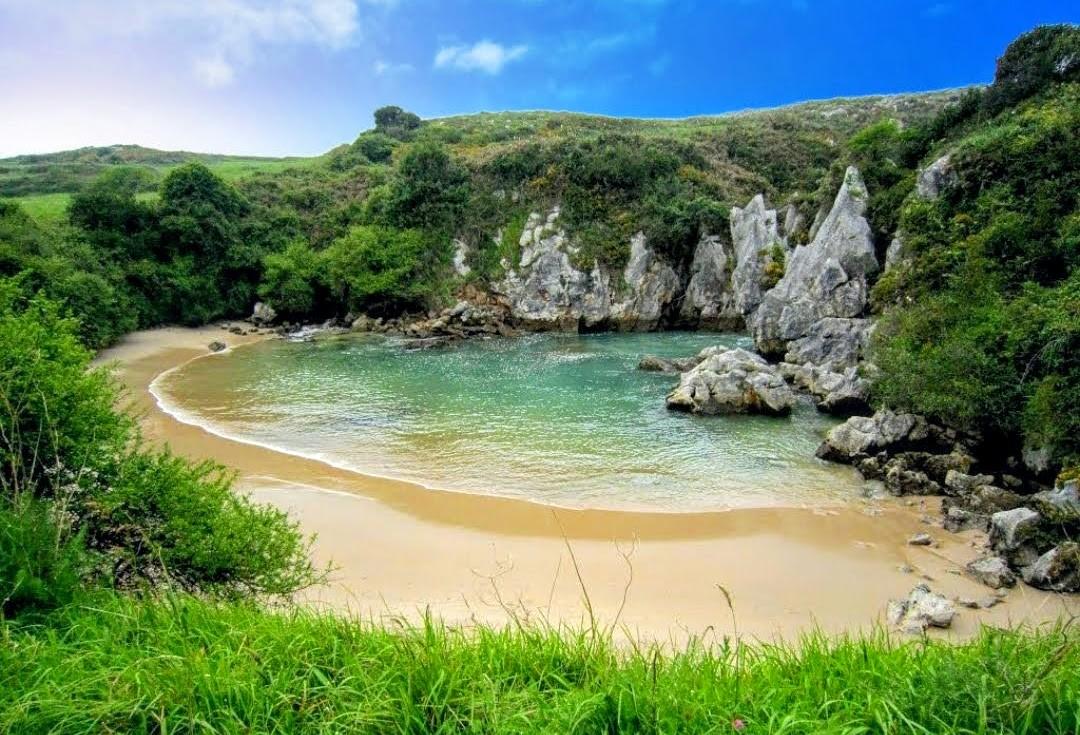 LLANES | La playa más pequeña del mundo está... en Asturias... DESCUBRE!!