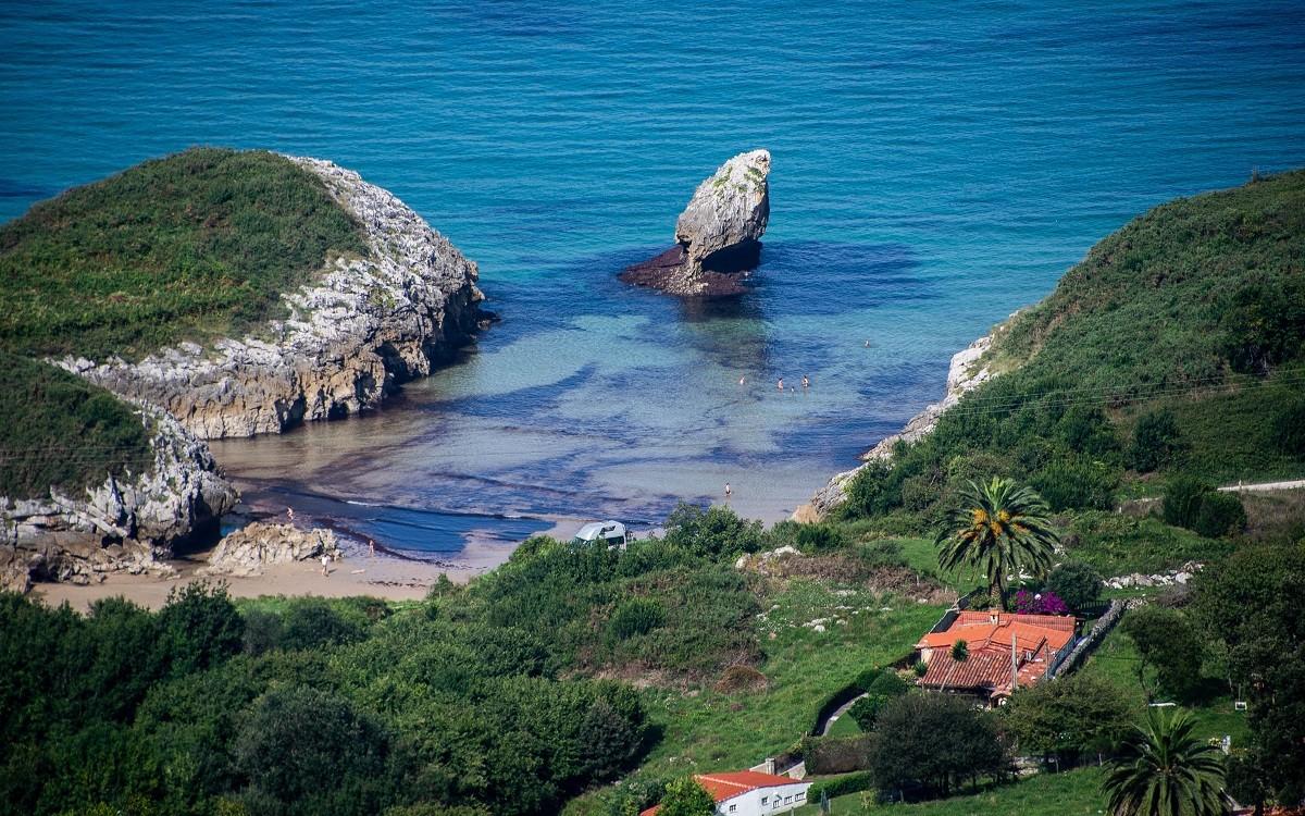 LLANES   Playa de Buelna… cala caprichosa ideal para disfrutar en familia... DESCUBRE!!