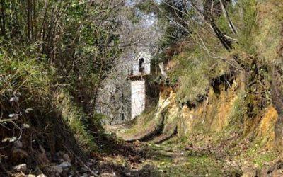 Capilla del Cristo…. por la que pasaba el antiguo y único camino que conducía a Llanes por el oriente