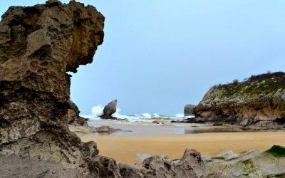 Playa de Buelna… cala caprichosa ideal para disfrutar en familia