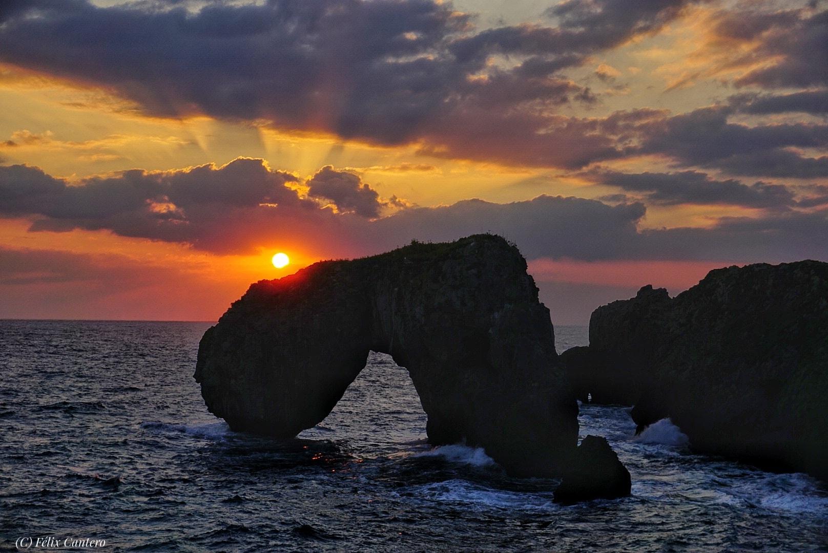 LLANES   ¿Dónde podemos contemplar el amanecer más espectacular del Oriente de Asturias?... DESCUBRE!!